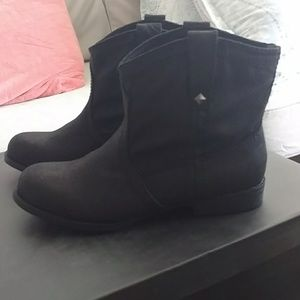 Just Fab Black Flat Ankle Boots